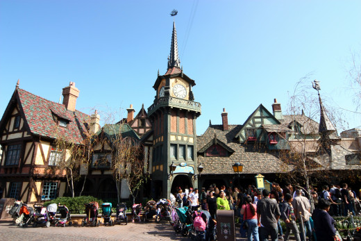 Long Line at Peter Pan Ride, Disneyland Paris