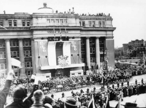 Royal visit passing in front of Union Station in Ottawa, Ontario during the 1939 Royal Tour