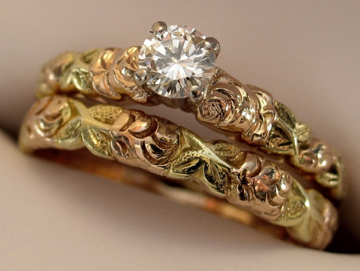 Lovely and beautiful gold diamond wedding ring