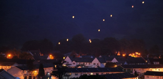 Lanterns drift into the night sky above Machynlleth in tribute to April Jones april-jones-latest-lanterns-released-into-night-sky-in-tribute-to-schoolgirl-