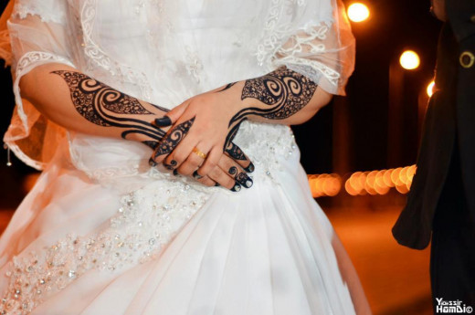 A rather difficult Henna design on the arms.