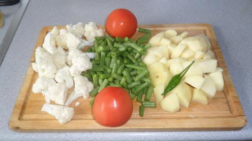 Ingredients for vegetable korma.