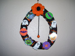 DIY Halloween Wreath Tutorial--Up-cycled Holiday Project