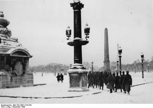 Snow doesn't stop German soldiers from visiting the occupied capital. Place de la Concorde, December 1940. The current American Embassy is located just a few hundred feet from where this picture was taken
