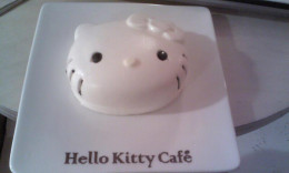 A Hello Kitty cheesecake that looks like Hello Kitty!