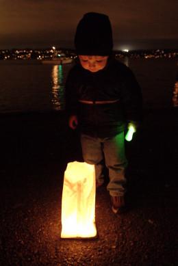 Children love luminarias!