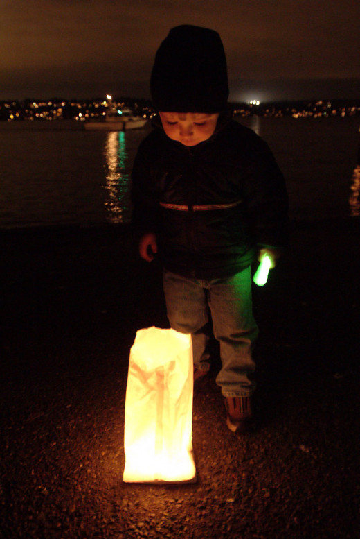 Children love luminarias!