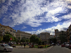 Free Ordinary and Extraordinary Walks Through Valencia - Plaza de la Reina