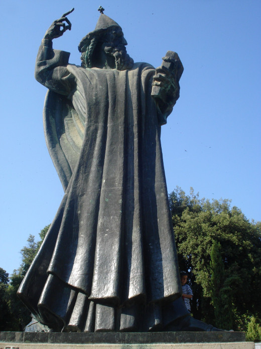 This massive statue was made in 1929 by Ivan Mestrović.  Grgo Ninski was a 10th century bishop who stood up to the pope insisting that Croatian language be used to promote prosperity and education among the people.  Ostracized, he prevailed.