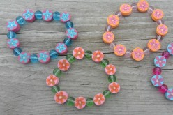 Kids Crafts: Stretchy Bracelets