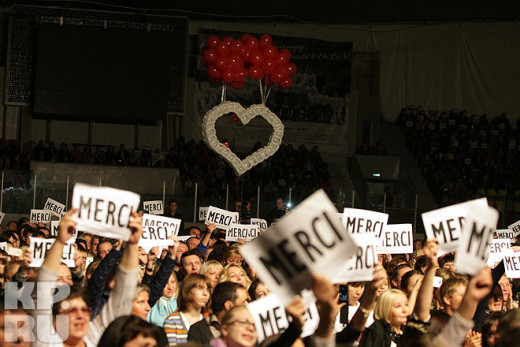 A surprise made by fans during Lara Fabian's concert in Samara, Russia. October 11th, 2012