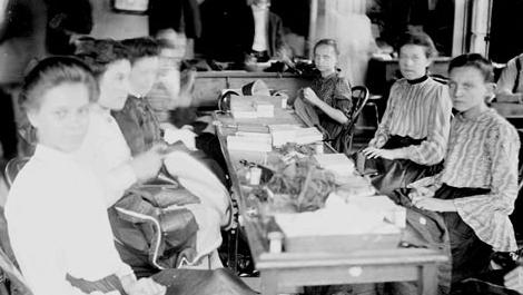A sweatshop in Chicago, IL, 1903.