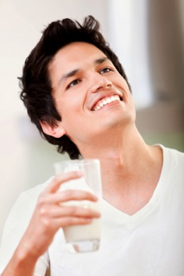 Whole milk and other dairy products with fat can increase young men's risk of infertility.