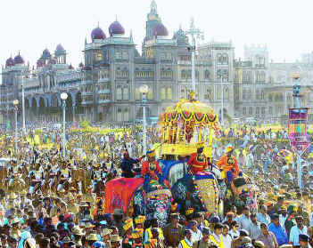 1000 Kg Ambari on Elephant used to carry King is now taken up by Goddess Chamundi.