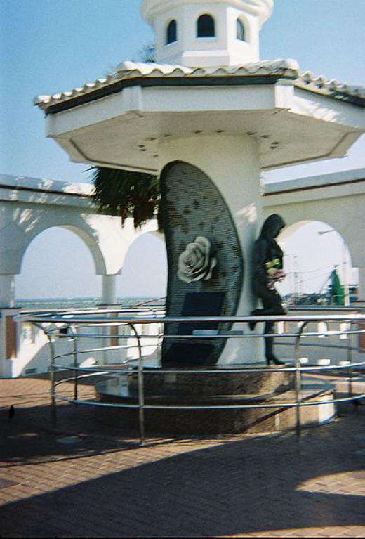 Memorial to singer / songwriter Selena on Corpus Christi waterfront.