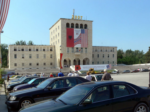 Fingalo took this photograph in 2007 in Tirana, Albania of the University of Tirana decorated for a visit by then-US President George W. Bush.