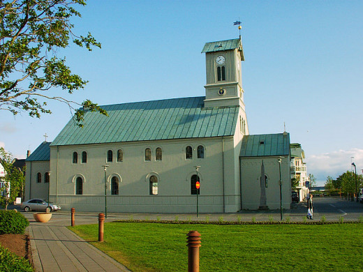 Ju Ta photographed Reykjavík Cathedral in Reyjavik, Iceland on May 26, 2003.