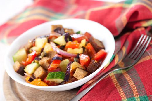 Italian Panzanella Salad Image: © komarmaria - Depositphotos.com