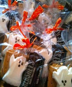 The ghost marshmallows and orange ribbons are a great touch for Halloween.