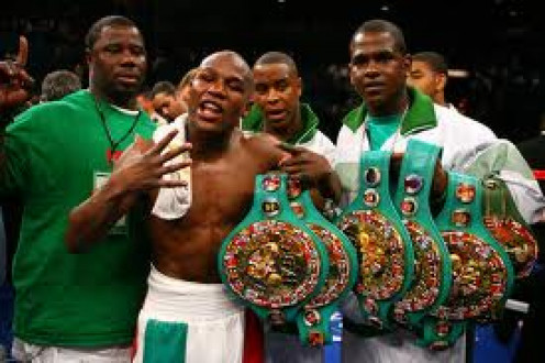 5 Division Champion  Floyd Mayweather,Jr. has one of the best defenses in boxing history. He uses the shoulder roll style defense.