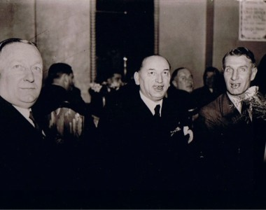 Meisl in the middle with chapman(left) and jimmy hogan(right)