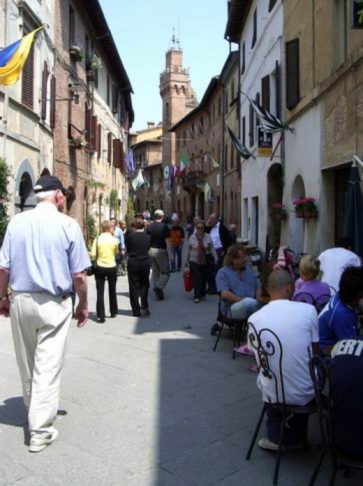 Strolling the streets in Buonconvento
