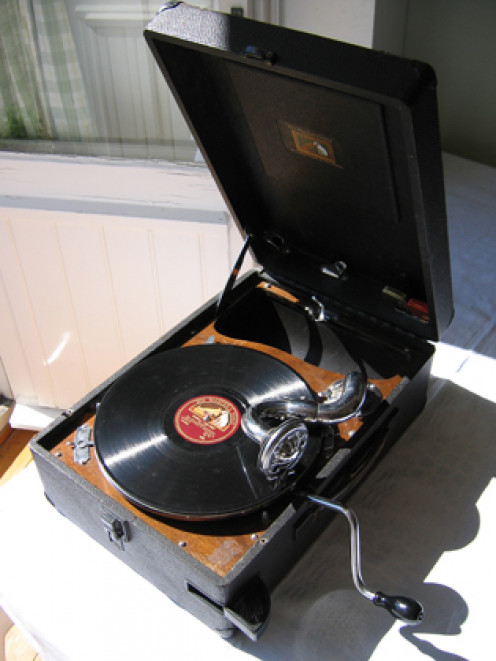 Portable 78 rpm record player from British His Master's Voice. Model 102, c. early 1930'