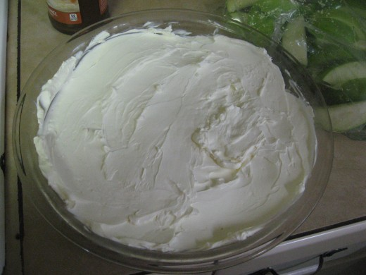 Spread cream cheese mixture in pie plate.