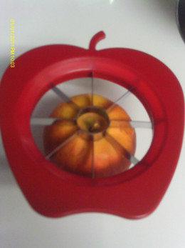 Divider placed evenly on apple
