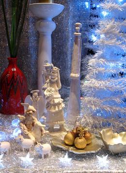 What a beautiful Christmas window display!