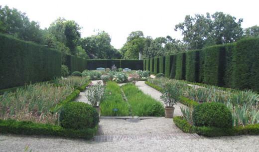 Bois de Bologne Garden at Parc de Bagatelle, France