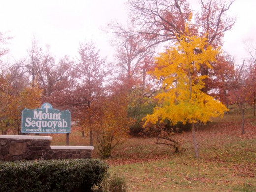 the entrance to Mount Sequoyah