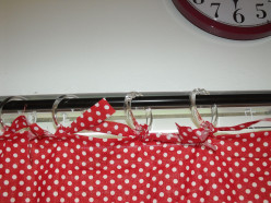 How to Make a No-Sew Kitchen Curtain