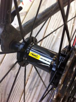 Mavic Aksium Road Wheel Set, Direct Pull Spokes, Cartridge Bearings, Bladed Spokes