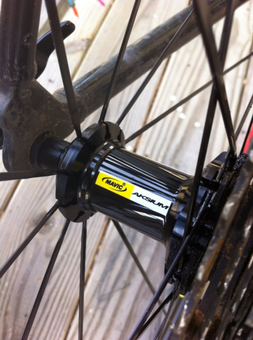 Mavic Aksium Road Wheel Set, Direct Pull Spokes, Cartridge Bearings, Bladed Spokes