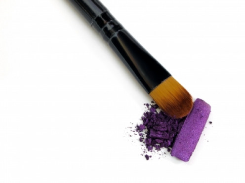 ever dropped a compact and broken some eyeshadow? now you can recycle it into a cream eyeshadow easily.