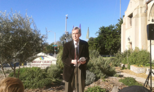 Pasadena Mayor Bill Bogaard dedicating the new demonstration garden.