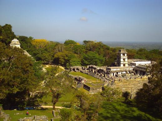Overview from Templo de la Cruz of the Palacio and the Templo de las Inscripciones.