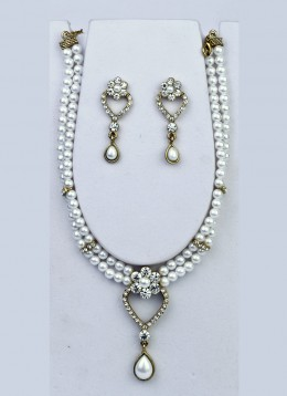 Intriguing Moti Necklace Set. Photo courtesy of Cbazaar.com