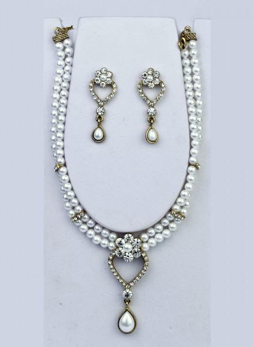 Intriguing Moti Necklace Set. Photo courtesy of Cbazaar.com