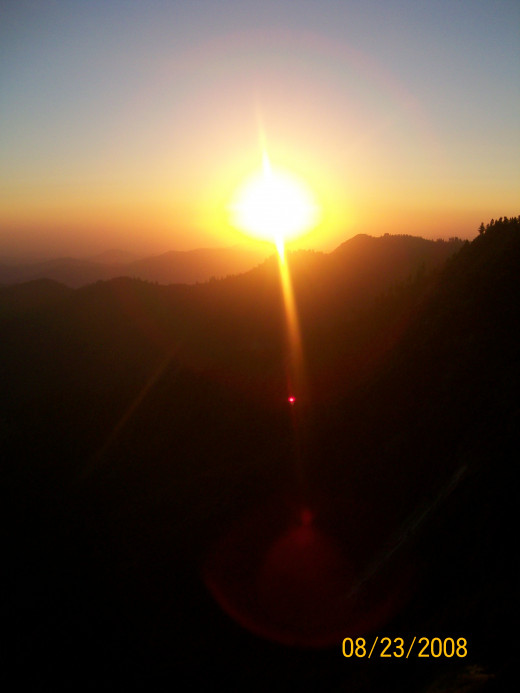 A beautiful sunset on top of Moro Rock.