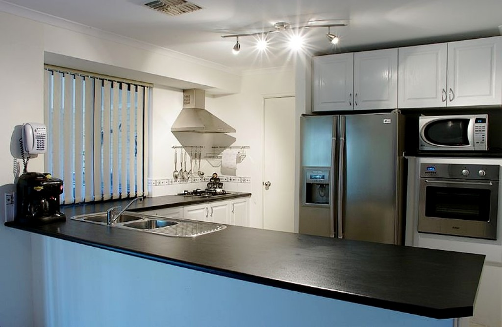 best way to clean stainless steel appliances sinks cookware bbq. Black Bedroom Furniture Sets. Home Design Ideas
