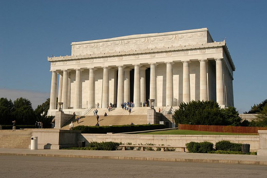 The Lincoln Memorial was photographed by Lorax on October 11, 2004.