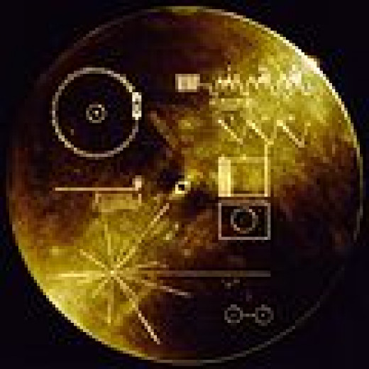 """""""The Sounds of Earth"""" record on the Voyager Probes. Notice the hieroglyphic  playing instructions."""