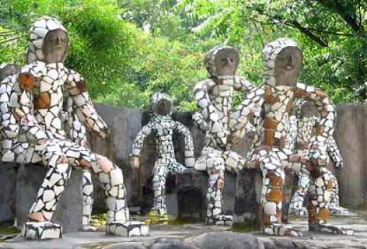Chandigarh rock garden is a perfect example of creativity and innovation. It is a unique garden that consists of various art objects and has been made by using industrial & urban waste.