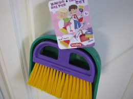 Broom and dust pan set