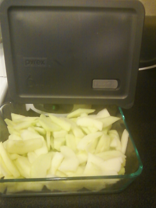 Peeled and Sliced Apples in 6-cup Pyrex Dish