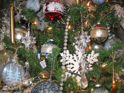 How to Choose and Decorate The Perfect Christmas Tree