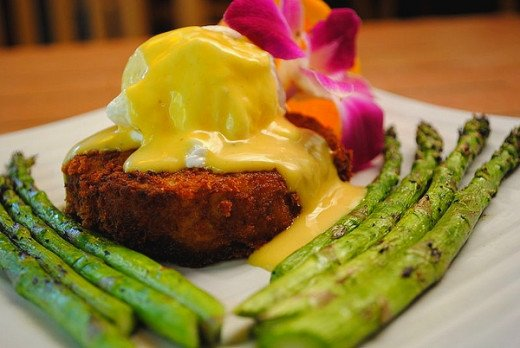 Crab cakes pair well with steamed or grilled green vegetables such as asparagus or broccolini.