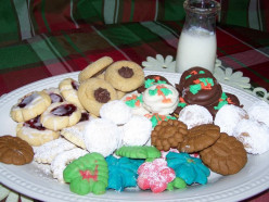 How To Bake Seven Easy Yummy Christmas Cookies. Unbaked Ritz Cracker Cookies.